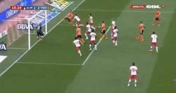 Enlace a GIF: Feghouli marca el empate 2-2. ¡Menudo partido!