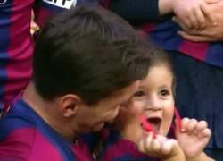 Enlace a La cara de Thiago Messi al saber que ha celebrado más ligas que Cristiano