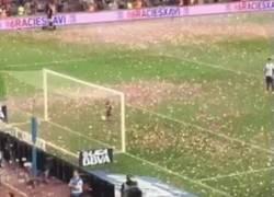 Enlace a GIF: Primer gol de Milan Piqué en el Camp Nou