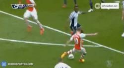 Enlace a GIF: Golazo de Wilshere, el Arsenal se divierte contra el West Brom