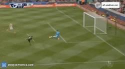 Enlace a GIF: Gerrard también se despide con gol frente al Stoke