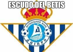 Enlace a Escudo del Betis durante la final de la Europa League