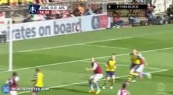 Enlace a GIF: Paradón del portero del Aston Villa