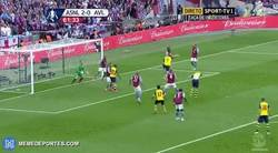 Enlace a GIF: Gol de Mertesacker que sentencia la final (3-0)