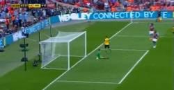 Enlace a GIF: Y el 4-0, marca Giroud y ya son campeones de la FA Cup