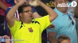 Enlace a GIF: La reacción de este hombre al gol de Messi lo dice todo ¡Este hombre no es normal!