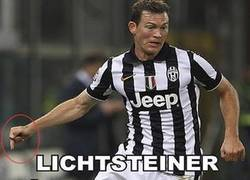 Enlace a Lichtsteiner. Deal With It