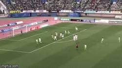 Enlace a GIF: Golazo de tiro libre en la League división 1 de Japón