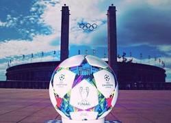 Enlace a ESPECTACULAR: El balón para la final de la champions. 2 días