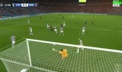 Enlace a GIF: Buffon hace un paradón espectacular