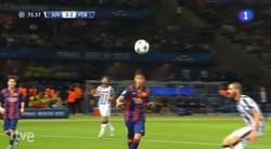 Enlace a GIF: Gol anulado de Neymar por mano