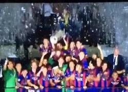 Enlace a GIF: Así levantaba la Champions el Barça
