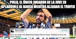 Enlace a Pirlo, el único jugador de la juve en aplaudirle al Barça mientas alzaban el trofeo