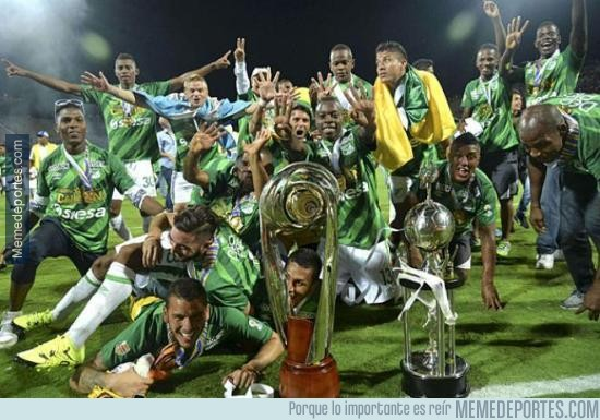 578113 - Una foto del Deportivo Cali con su trofeo. Felicidades!