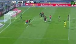 Enlace a GIF: Gran gol de Arturo Vidal que empata el partido (1-1)