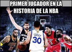 Enlace a Stephen Curry sigue haciendo historia