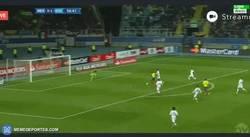 Enlace a GIF: Gol de Valencia contra México