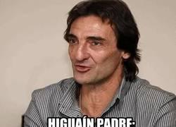 Enlace a GIF: El padre de Higuaín rajando de Florentino
