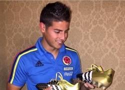 Enlace a James y sus botines nuevos para enfrentar a Argentina