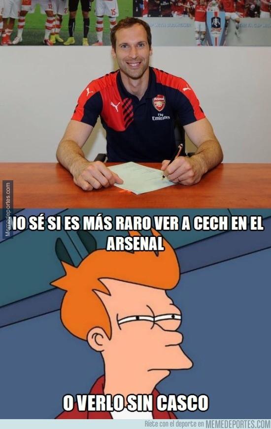 605963 - Cech firma con el Arsenal. Imagen muy rara para todos