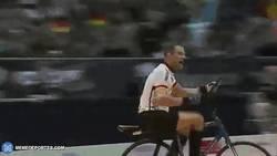 Enlace a GIF: ¿Fútbol con bicis? Cycleball