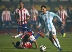 Enlace a Messi superando la ficcion.