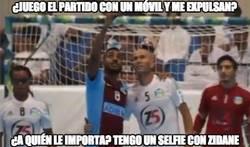 Enlace a Lo importante es el selfie con Zidane