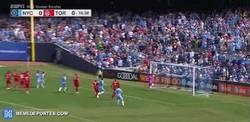 Enlace a GIF: Nuevo gol de Villa de falta, se le acabará la diversión con la llegada de Pirlo