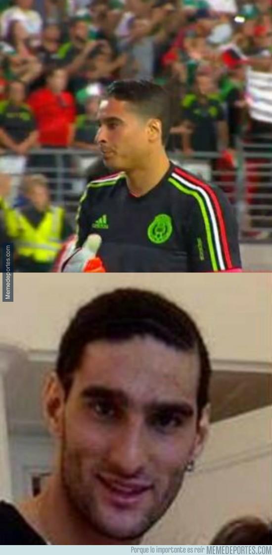 622872 - No hay nada más raro que ver a Ochoa y Fellaini sin pelo