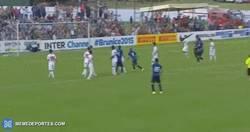 Enlace a GIF: Golazo de tiro libre de Hernanes en el Inter
