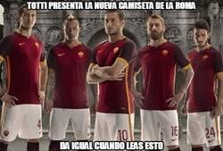 Enlace a Totti presenta la nueva camiseta de la Roma