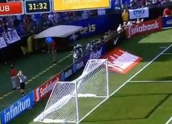 Enlace a GIF: El mejor gol de la goleada de USA ante Cuba lo realiza Johannsson