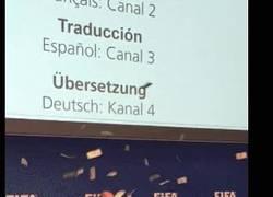 Enlace a GIF: El momento en el que le llueve dinero a Blatter