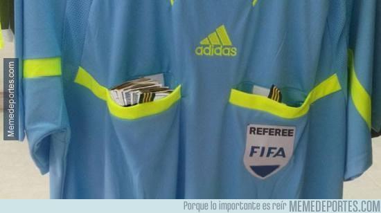 642373 - Nuevo uniforme de árbitro para partidos internacionales
