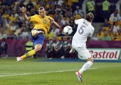 Enlace a Momento exacto cuando Mexès quiso imitar a Zlatan