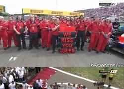 Enlace a Emotivo homenaje a Jules Bianchi antes del comienzo de la carrera #CiaoJules