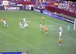 Enlace a GIF: Golazo de Sandro frente al Chelsea