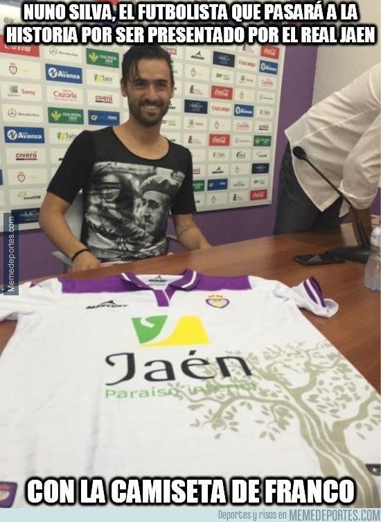 645676 - Nuno Silva, el futbolista que pasará a la historia por ser presentado con una camiseta de Franco
