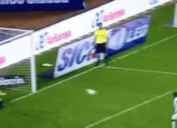Enlace a GIF: Cuando haces la pena fallando un penalti a lo Panenka