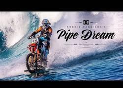 Enlace a VÍDEO: Surfear en motocicleta, una hazaña épica