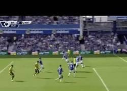 Enlace a GIF: El primer gol del Watford a su vuelta a la Premier fue de Layún