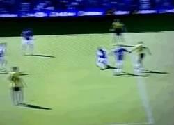 Enlace a GIF: Gran gol de Ighalo para el Watford