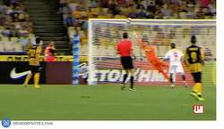 Enlace a GIF: El golazo de Reyes en un amistoso contra el AEK