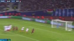 Enlace a GIF: Segundo gol de Messi, otro de falta. Increíble.