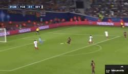 Enlace a GIF: Gol de Suárez, pone el 4º en el marcador