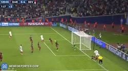 Enlace a GIF: El gran fallo de la final de la Supercopa de Europa para el Sevilla