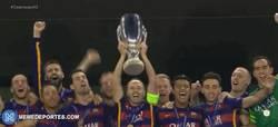 Enlace a GIF: Así ha levantado el Barça la Supercopa de Europa