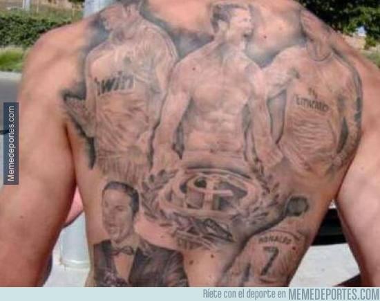 656572 - Muy loco: Un aficionado se tatúa cinco momentos de CR7