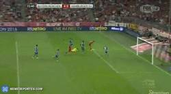 Enlace a GIF: ¡Doblete de Müller en 4 minutos!