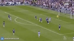 Enlace a GIF: Gran gol del Kun al Chelsea
